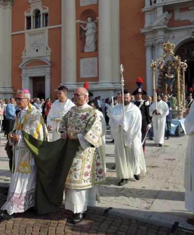 pretty nice 3424a e7313 Il Vescovo di Carpi sotto attacco della sinistra - Totus ...
